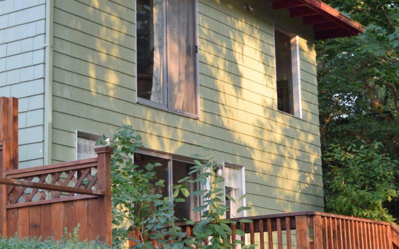 Newly remodeled elegant Craftsman style riverside Riverotter Cabin
